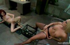 Lesbi's bdsm met sexmachine