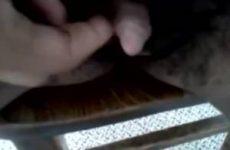 Deze negerin heeft een clit zo groot dat ze die kan aftrekken