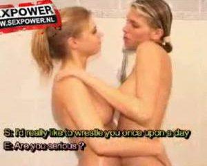 Eva en Sara samen in bad; tribbing